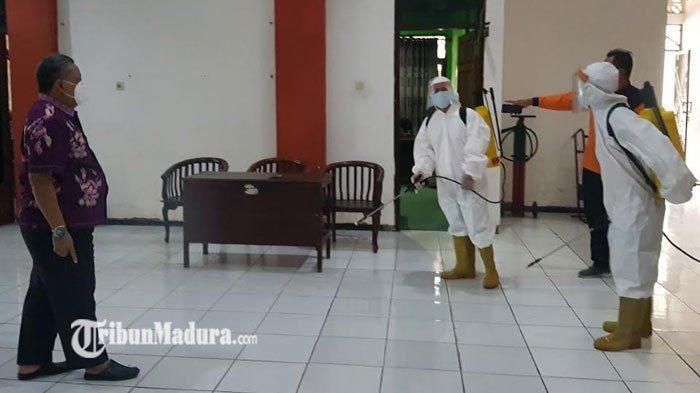 Gedung DPRD Sumenep Rutin Disemprot Disinfektan Demi Cegah Penyebaran Covid-19