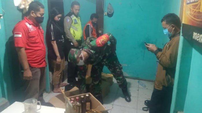 Razia Operasi Yustisi, Polisi Sita Ratusan Botol Miras dari Kafe diKebomas Gresik, Pengunjung Panik