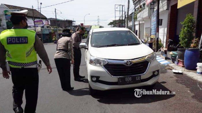 Kendaraan yang Keluar Masuk Kota Batu Diperiksa, Belasan Mobil Luar Wilayah Aglomerasi Putar Balik