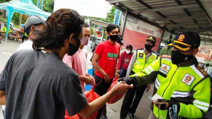 Sanksi Sosial Bagi Pelanggar Protokol Kesehatan di Kota Batu, Wajib Pungut Sampah Satu Kresek Penuh
