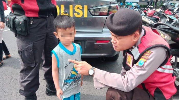Bocah Pamekasan Tak Sadar Terpisah dari Orang Tuanya saat AsyikMain diCar Free Day Arek Lancor