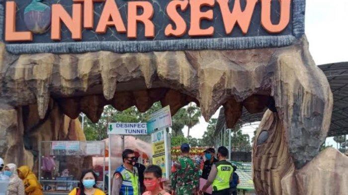 Petugas Gabungan Ingatkan Protokol Kesehatan Pencegahan Covid-19 di Eduwisata Lontar Sewu Gresik