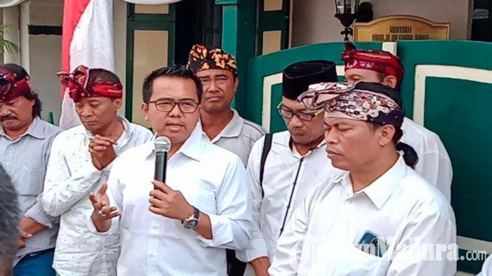 M Sholeh Serius Maju Pilkada Surabaya, Pengacara Kondang ini Pilih Gandeng Seniman Taufik Monyong