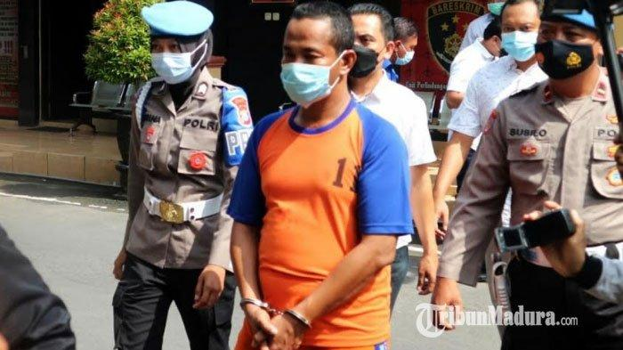 Pimpinan ponpes di Kecamatan Ngoro, Kabupaten Jombang berinisial S yang diduga memerkosa dan mencabuli santriwatinya, Selasa (17/2/2021).