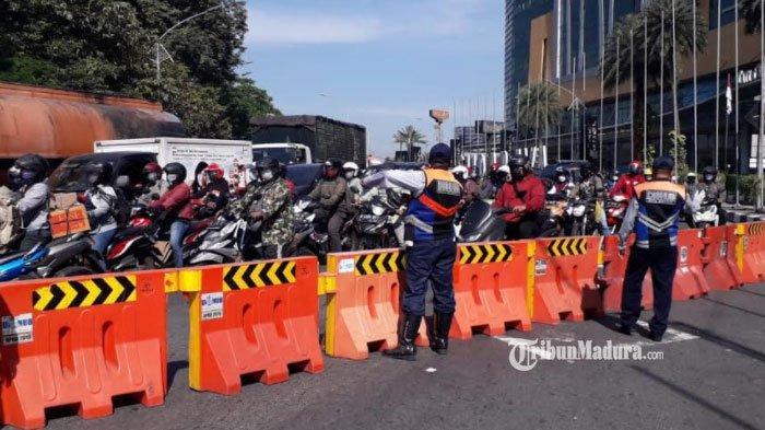 Akses Pintu Masuk Surabaya di Bundaran Waru Ditutup Total, Pengendara Kecewa Tak Dapat Informasi