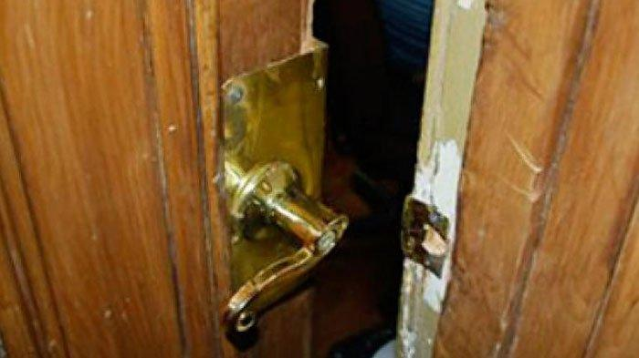 Usai Bertemu Pacar, Rumah Sri Gelap dan Terkunci, Tetangga Curiga, Saat Didobrak Posisi Sri Berlutut