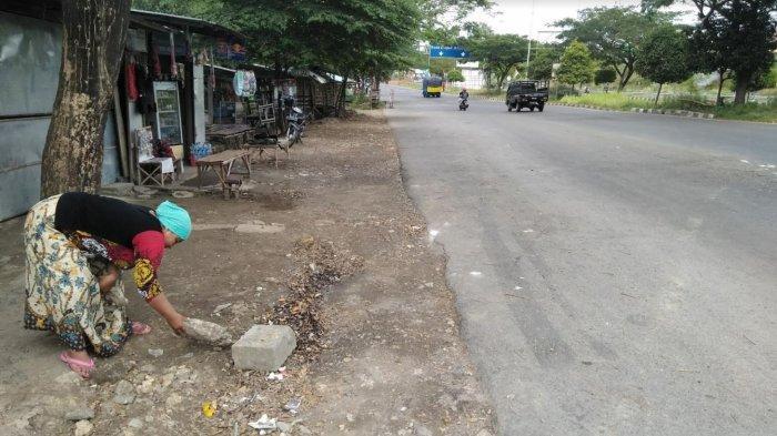 Pos Penyekatan Suramadu Sisi Bangkalan Dibubarkan, Pemotor Semringah Lambaikan Tangan ke Arah PKL