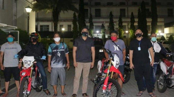 Polisi Berbaju PremanPatroli Buru Bandit Jalanan, Siap Tertibkan Pemuda yang Nongkrong selama PSBB