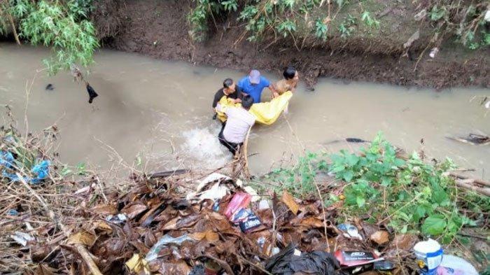 Mau Buang Sampah, Warga Trenggalek Kaget Ada Mayat Pria Tersangkut di Tepi Sungai dengan Bekas Luka