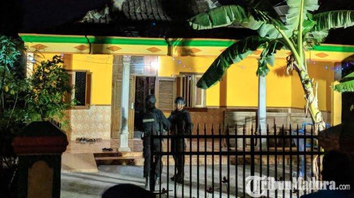 Polisi Geledah Rumah Mertua Pelaku Perampokan Toko Emas setelah Datangi Rumah YT diJiwan Madiun