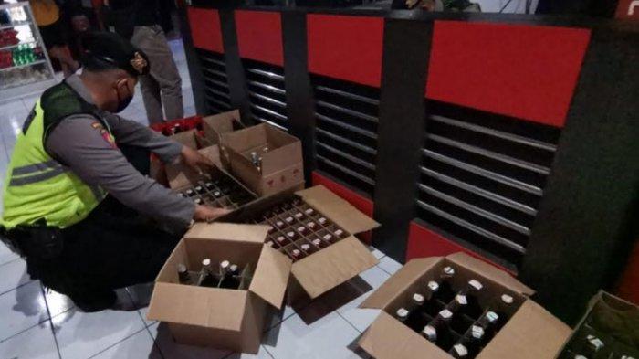 Gelar Razia, Satnarkoba Polres Blitar Kota Temukan Ratusan Botol Minuman Keras di Tempat Karaoke