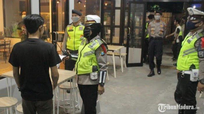 Warga Kota Blitar Masih Ada yang Nekat Nongkrong di Kafe, Terpaksa Dibubarkan Petugas Gabungan