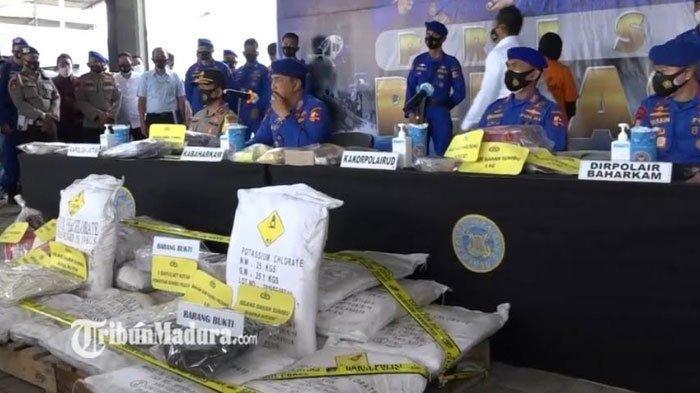 Diduga Rakit Bom Ikan dan Konsumsi Sabu, Polisi Amankan Belasan Ton Bom Ikan dan Sabu Penggerebekan