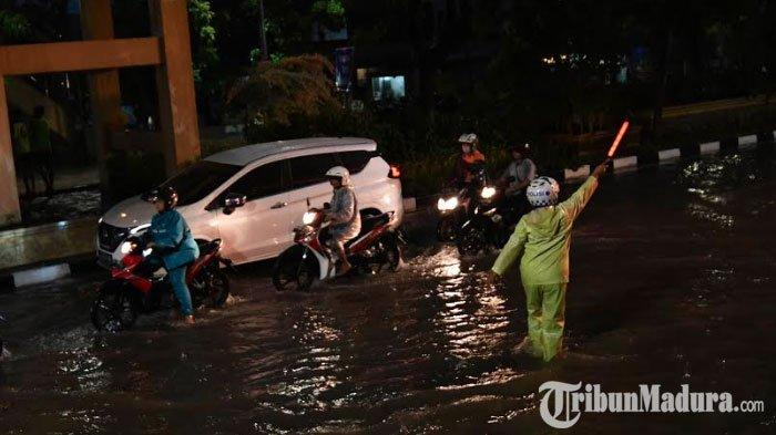 Surabaya Banjir usai Diguyur Hujan Lebat, Begini Pembelaan Pemkot Surabaya, juga Salahkan Pihak ini