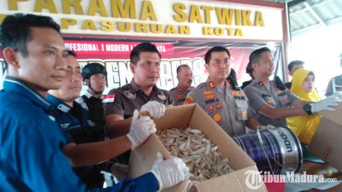 Polisi Sita Satu Truk dan 2 Ton dari Kasus Penangkapan Penjual Ikan Asin Berformalin di Pasuruan