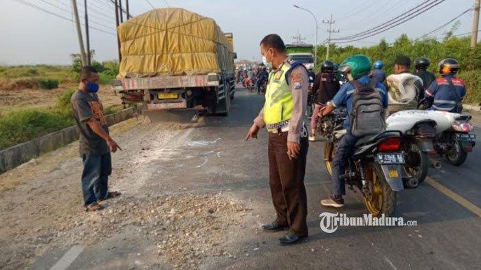 Sepeda Motor Tabrak Truk Fuso yang Terparkir di Jalan Raya Pantura, Suami Istri Tewas di Lokasi