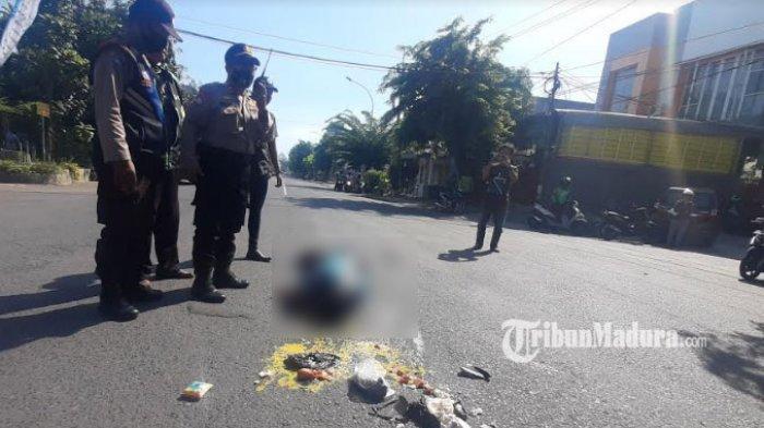 BREAKING NEWS: Pria Tergeletak di Jalan Ngagel Surabaya, Dari Mulut Keluar Darah, Napas Tersengal