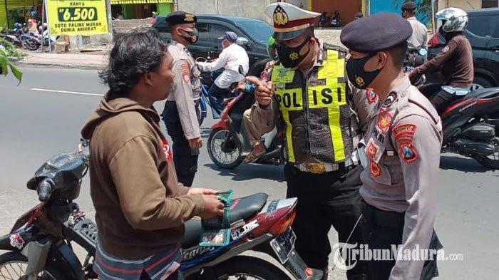 Razia Protokol Kesehatan Terus Digelar di Sidoarjo, Delapan Orang Tidak Pakai Masker dan Kena Denda