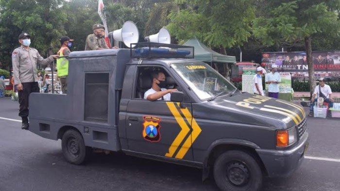 Polres Bondowoso Sosialisasi Protokol Kesehatan di Alun-Alun Gunakan Mobile System