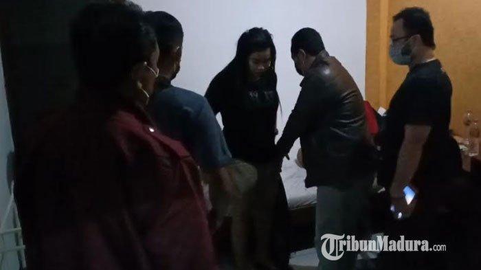 Polisi Gerebek 2 Cewek Muda Tanpa Busana Bareng Pria di Hotel, Kaget Saat Kepergok, Habis Ngapain?