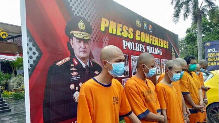 8 Oknum Aremania Bawa 10 Motor & Pick Up Lalu Hentikan Korban, Rampas Barang Wisatawan dari Surabaya