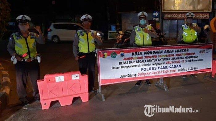 Monumen Arek Lancor Jadi Kawasan Tertib Physical Distancing, Polres Pamekasan Tutup Simpul Jalan