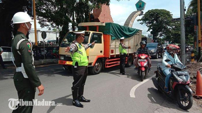 Persebaya Vs Arema FC Tanpa Penonton, Polisi Gelar Penyekatan Suporter di Gapura Batas Kota Malang