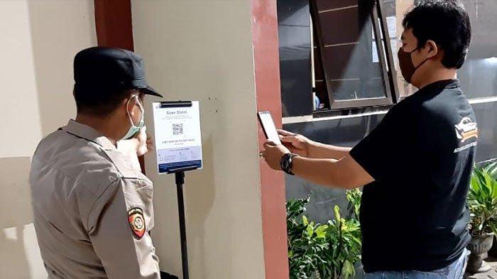 Aplikasi PeduliLindungi Mulai Diterapkan Bagi Pemohon Layanan di Kantor Polisi Wilayah Surabaya