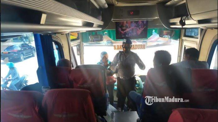 Razia Prokes Terminal Pamekasan, Polsek Tlanakan IngatkanPenumpang Bus hanya Berkapasitas 50 Persen