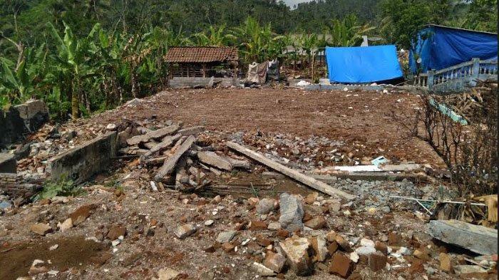Reruntuhan Bangunan Roboh di Kabupaten Malang yang Terdampak Gempa Dibersihkan dan Segera Rampung