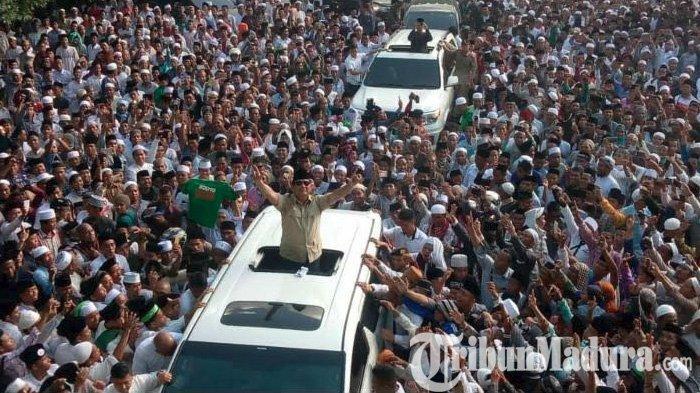 Lautan Manusia Sambut Prabowo di Ponpes Mambaul Ulum Bata-Bata, Teriakan Pasti Presiden Menggema