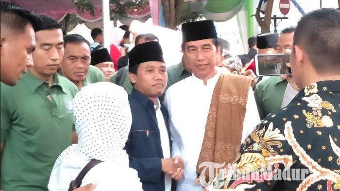 Pekik Jokowi Pole Menggema di Madura, Jokowi Ungkap Foto Mirip Dirinya saat Tokoh PKI Aidit Berorasi