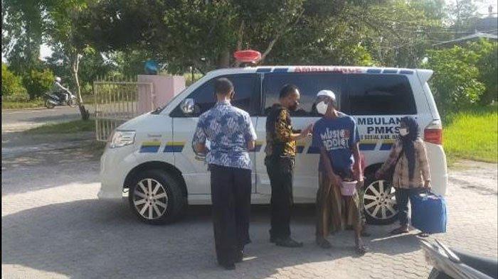Kisah Kapolres Bangkalan yang Spontan Suapi Makanan ke Gelandangan yang Tergolek Lemas di Trotoar
