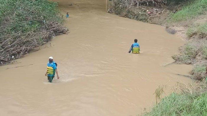 Dua Mayat yang Ditemukan Warga di SungaiTambelangan Sampang Merupakan Jenazah Ibu dan Anak
