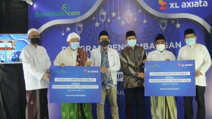 Kembangkan Desa Digital, XL Axiata Donasikan 100 Laptop untuk Belasan Pondok Pesantren di Indonesia