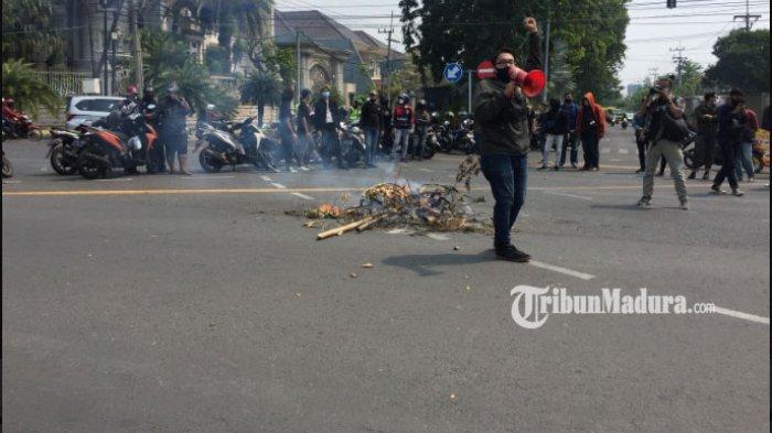 Tak Dapat Respon dari Pihak Rektorat, Puluhan Mahasiswa Unair Ancam Lapor Ombudsman Jawa Timur