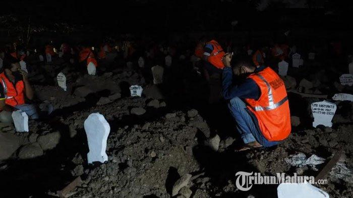 54 Pelanggar Protokol Kesehatan di Sidoarjo Dihukum Doa Bersama dan Merenung di Kuburan Tengah Malam