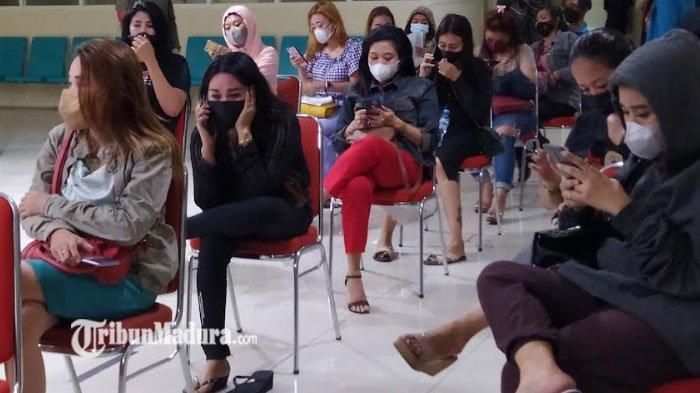 Tempat Hiburan Malam Berkedok Depot di Surabaya Dirazia, Puluhan Pemandu Lagu Diamankan Satpol PP