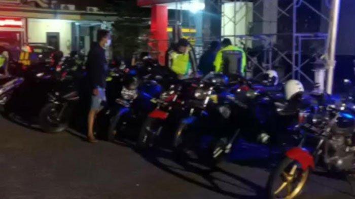 Langgar Jam Malam PPKM Darurat, Puluhan Pemuda Ponorogo Ditilang Polisi Karena Lakukan Balap Liar