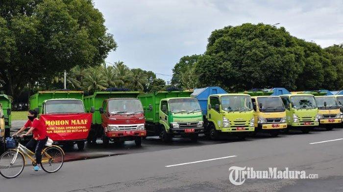 Sopir Armada DLH Mogok Kerja, Puluhan Truk Sampah Diparkir di Depan Kantor Bupati Jember