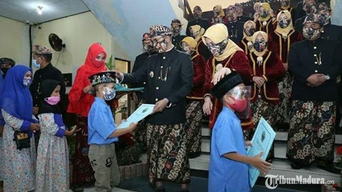 Hari Jadi Bangkalan Ke-489, Bupati Ra Latif Beri Santunan kepaada Puluhan Anak Yatim