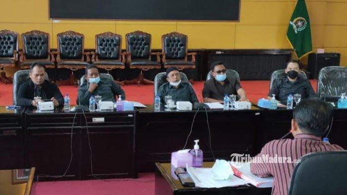 Komisi III DPRD Kota Blitar menggelar rapat kerja dengan PTSP dan sejumlah OPD terkait perizinan perdagangan dan tempat hiburan di Kota Blitar, Rabu (2/6/2021).