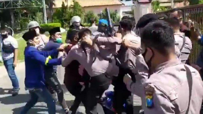 Aksi Demo PMII Pamekasan Tuntut Tambang Galian C Ilegal Ditutup Berujung Bentrok, 3 Orang Terluka