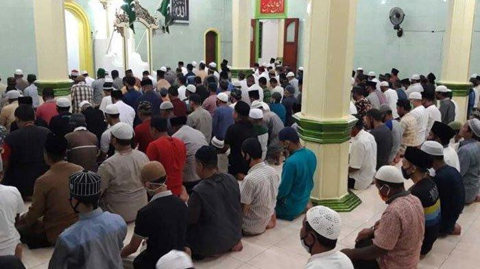 Simak Teks Bacaan Bilal Salat Tarawih 20 Rakaat Ramadan 2021, Lengkap Bacaan Doa Kamilin dan Witir