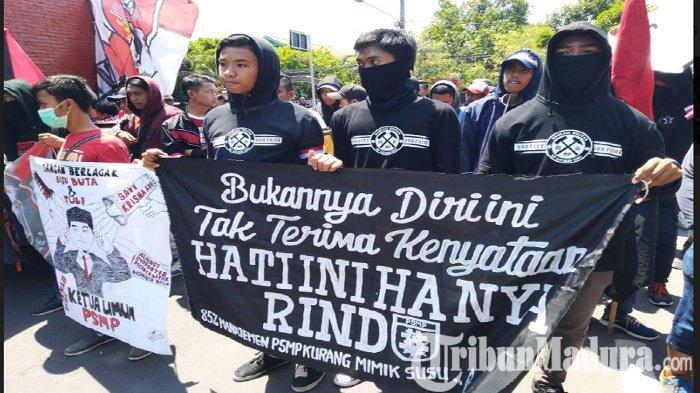 Minta Manajemen PSMP Putra Dibubarkan, Suporter Geruduk Kantor Pemkab Mojokerto: Ancam Pembakaran
