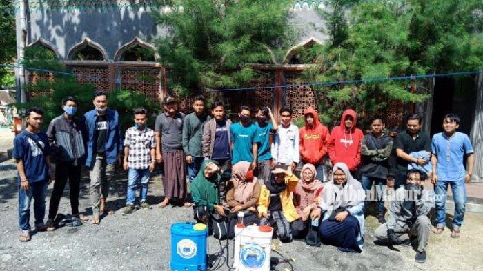 Cegah Corona, PMII Persiapan Sakera Cabang Pamekasan Semprot Disinfektan di Masjid Dua Kecamatan