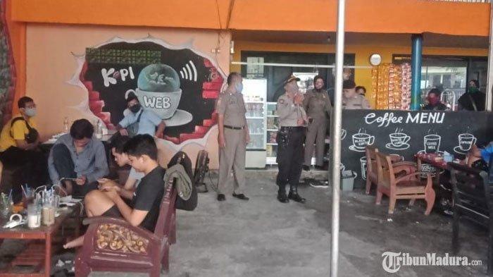 Puluhan Pemuda Pamekasan Terjaring Razia Cafe saat Siang Hari Bulan Puasa, Dapat Hukuman Push Up