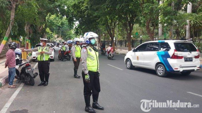 Jelang Natal dan Tahun Baru, Satlantas Polres Pamekasan Gelar Razia Kendaraan di Jalan Agus Salim