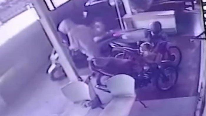 Motor Milik Karyawan Toko Plastik di Surabaya Digasak Maling, Wajah dan Aksi Pelaku Terekam CCTV