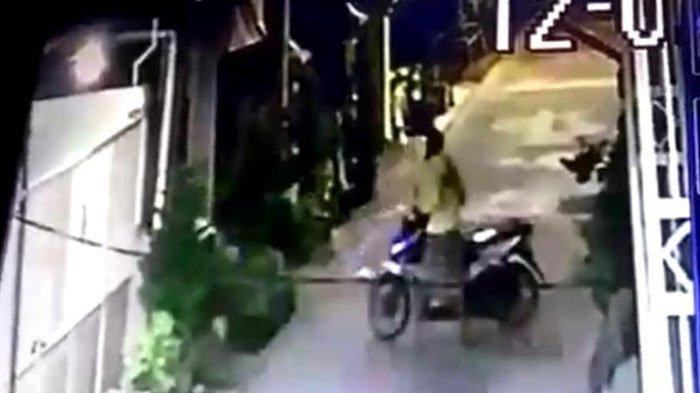 Pencurian Motor Honda Beat Terekam CCTV, Dua Orang Pelaku Beraksi, Simak Kesaksian Pemilik Motor